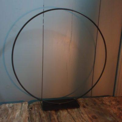 Metalen ring op voet 30cm