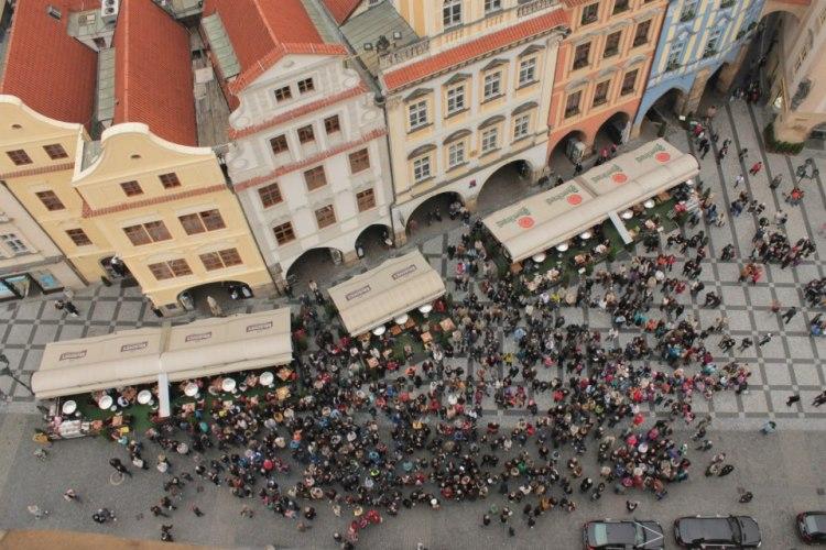 Prag - Astronomik saat kulesinde saat başını beklerken...