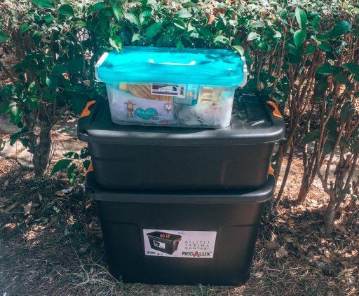 Kamp malzemelerini seçerken kilitli kutuları tercih edersen yiyeceklerini  böcekten korumuş olursun