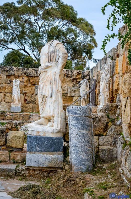 Salamis gymnasiumundaki  Asklepios heykeli