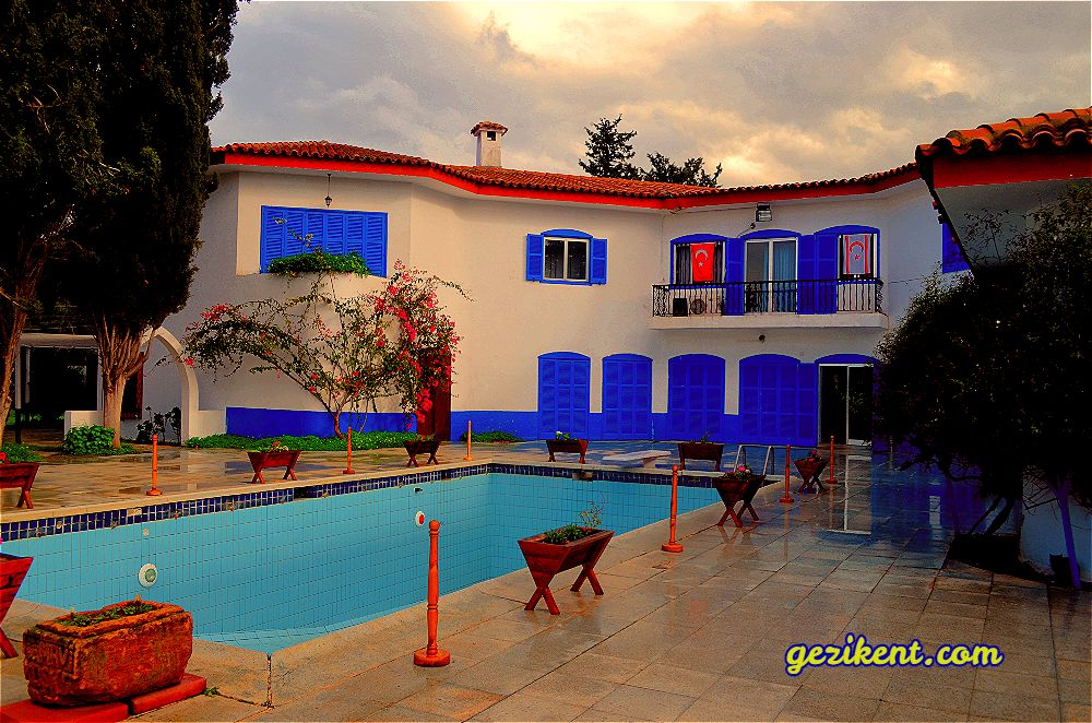 Kuzey Kıbrıs Tarihi Durakları-Mavi Köşk