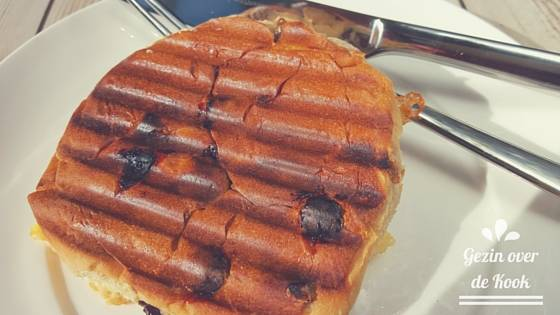 Krentenbol tosti