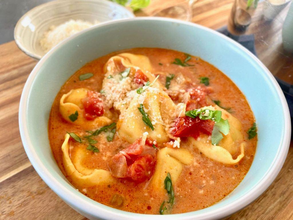 tomatensoep met tortellini