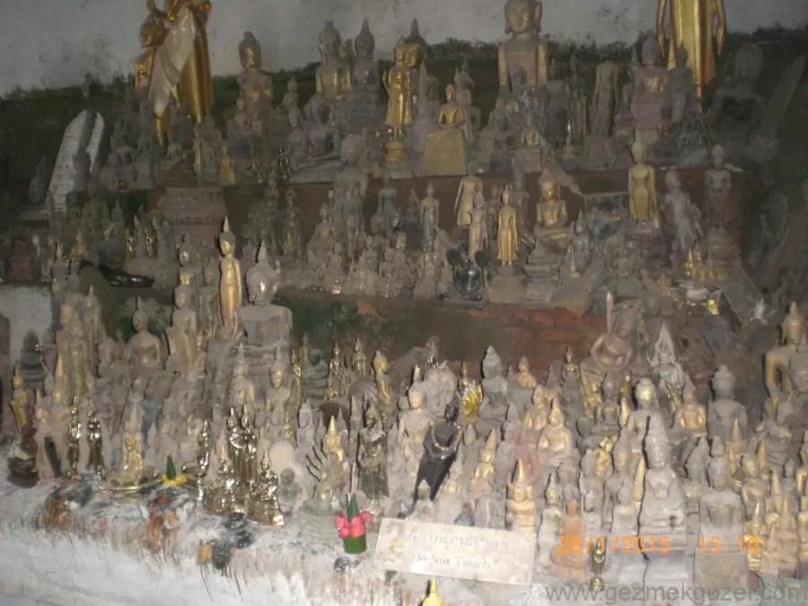 Laos - Kamboçya - Vietnam Gezisi Notları, Laos Gezilecek Yerler, Pak Ou Mağarası İçi