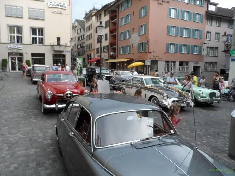 Niederdorf Caddesinde klasik otomobiller, Zürih Gezilecek Yerler