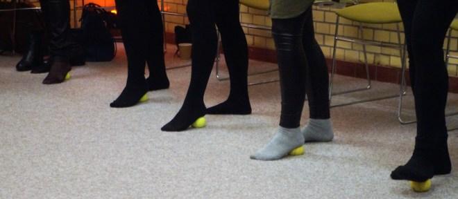 Tennisbalmassage, Doe-het-zelf onderhoud van je Kantoorlijf, Gezondheid op kantoor, vitaliteitsweken, fit op je werk, stress relief. Gezondheid-workshops.nl, Jeanine Theunissen