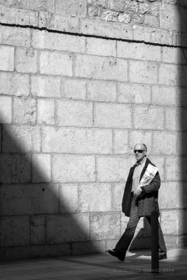 Por culpa de esta sombra, confundí a Cartier Bresson con un chino que hace unas fotos espectaculares en Hong Kong, cuyo nombre no recuerdo, y sentí un poco de Vergüenza