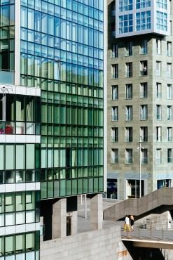 Cristales y cemento, cosas de arquitectura modernas.