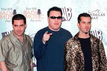 """Smash Mouth played a concert during the pandemic.  Their singer: """"eat the coronavirus"""""""