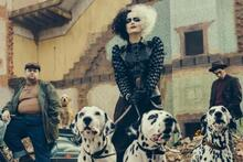 """New trailer """"Cruelli"""" an explosive conflict between fashion designers foreshadows us"""
