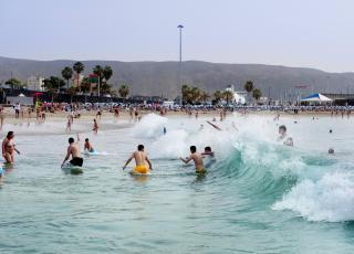TENERIFE:  Strendene i sør er mest solsikre, her fra Playa las Vistas. Foto: JOHN TERJE PEDERSEN/Dagbladet