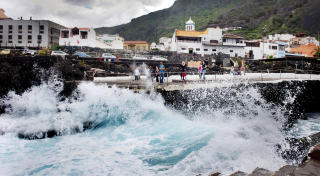 TENERIFE:  Havsbadene i Garachico under en storm. Foto: JOHN TERJE PEDERSEN/Dagbladet