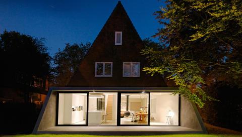 LYSER OPP: Eierne av dette huset utenfor Haag i Nederland har fått et mye mer funksjonelt hjem etter at man fikk laget det nye tilbygget. FOTO: Brandwijk & van Geel