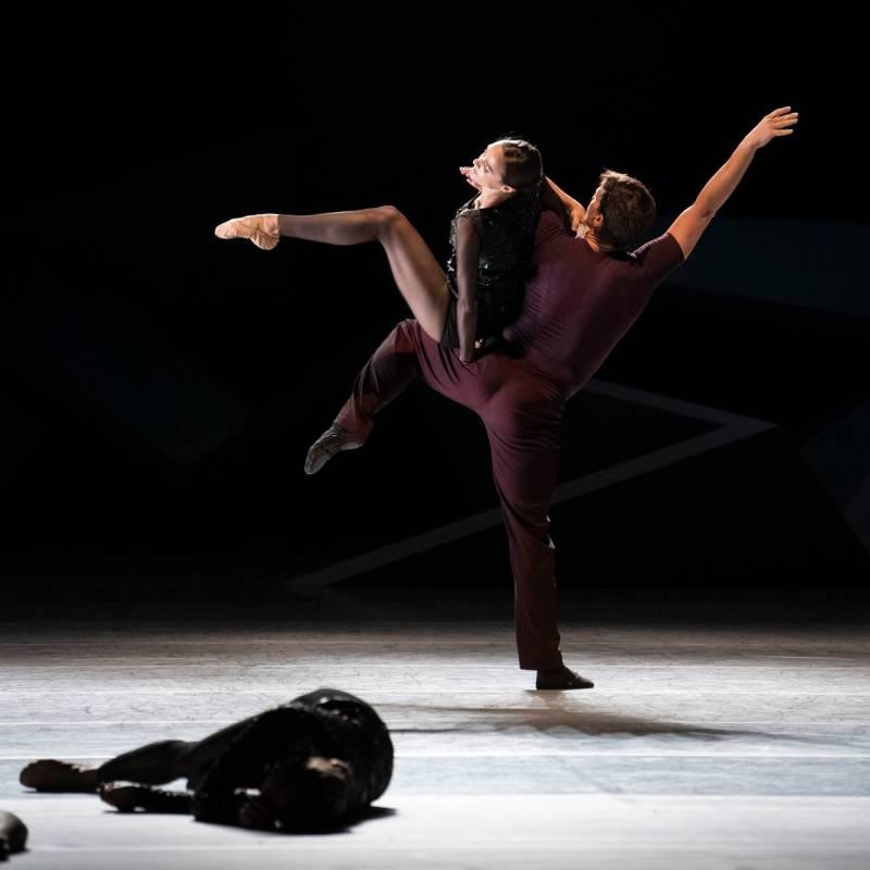 Natasha Dale and Yoel Carreño in ballet