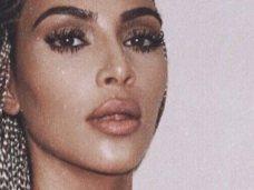 PHOTOS Kim Kardashian : seins nus en string ficelle, elle ne cache plus rien du tout !