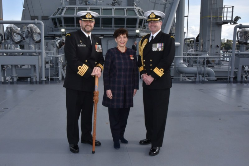 Dame Patsy with HMNZS Aotearoa's Commanding Officer Captain Simon Rooke and Chief of Navy Rear Admiral David Proctor. RNZN Photo.