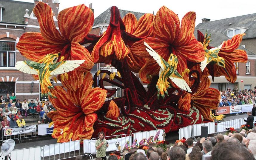 Dutch Bloemencorso Parade  Amazing Displays Created Using
