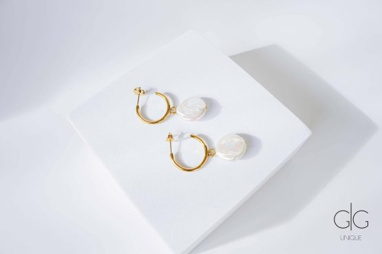 Round gold plated earrings with natural keshi pearls - GG Unique