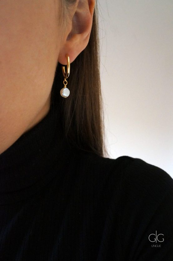 Mini golden hoop earrings with fresh-water pearls - GG UNIQUE