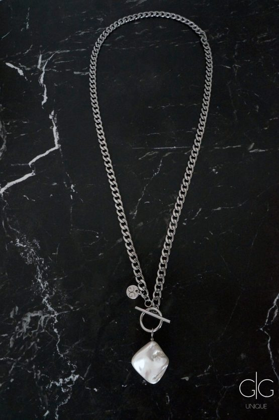 Large trendy chain and white pearl mass necklace - GG UNIQUE