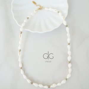 Natural white shells and hematite stone necklace - GG UNIQUE