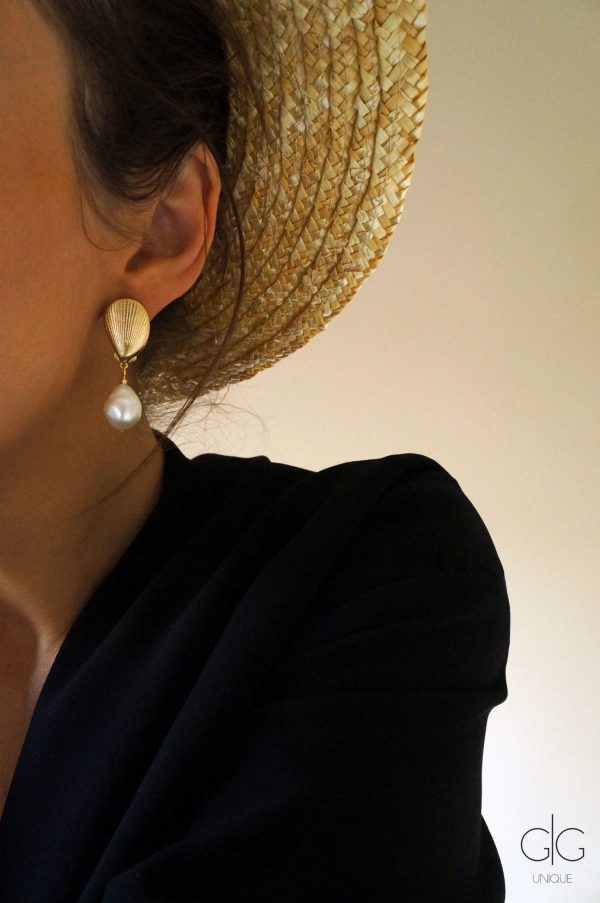 Gold plated shell and freshwater pearl earrings - GG UNIQUE