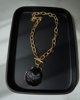 Natural massive shell necklace covered in a black and gold - GG UNIQUE