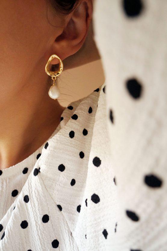 Massive trendy freshwater pearl earrings in gold - GG UNIQUE