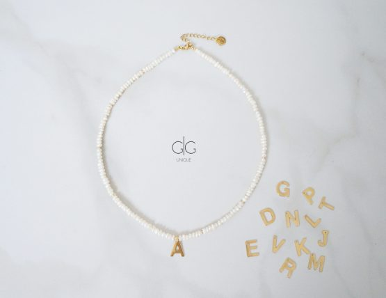 Small pearl necklace with a letter - GG UNIQUE