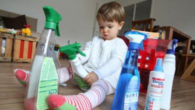 صورة لإسعاف طفلك من تسمم مواد التنظيفأو الأدوية.. إليك هذه الطرق