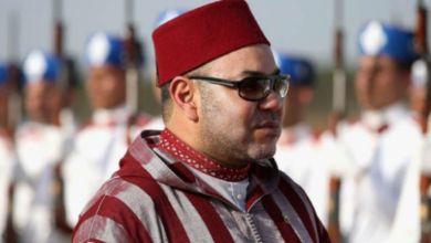 صورة فنانة مغربية تضع وشما يحمل اسم الملك محمد السادس -فيديو
