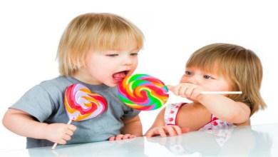 صورة بسبب السكريات.. هذه العلامات تؤكد أن طفلك سيصاب بمرض مزمن على المدى البعيد