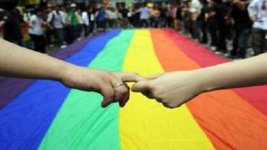 صورة بالفيديو.. إعلامي يصدم متتبعيه بمثليته الجنسية