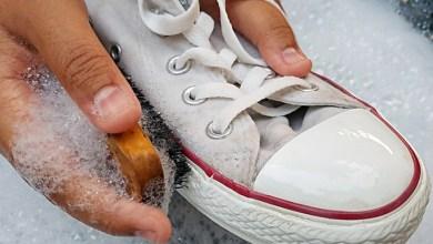 صورة 4 حيل بسيطة لتنظيف الأحذية البيضاء