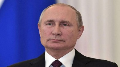صورة بالفيديو.. حسناء روسية تطلب الزواج من الرئيس الروسي