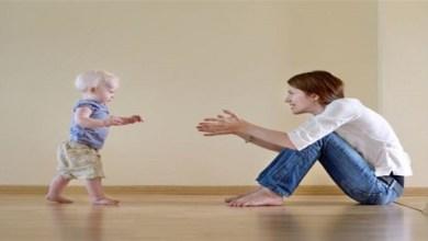 صورة متى يبدأ الطفل بتعلم المشي؟