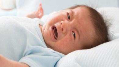 صورة ما هي الأطعمة التي تسبب الإمساك للطفل؟