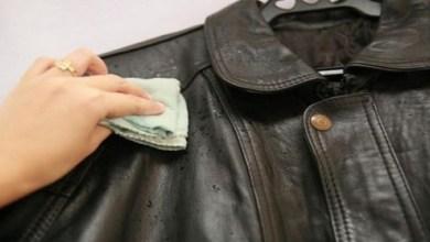 صورة 4 خطوات لإزالة بقع الزيت من الملابس الجلدية