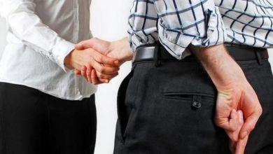 صورة علماء النفس يكشفون عن علامة جديدة لكشف كذب الرجال!