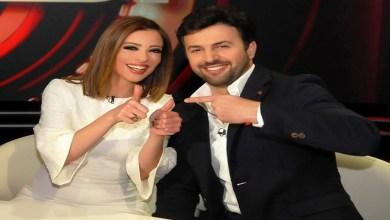 صورة وفاء الكيلاني وزوجها يزفان خبرا سارا لجمهورهما