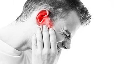 صورة دراسة: كورونا قد يؤدي للإصابة بطنين الأذن أو مفاقمته