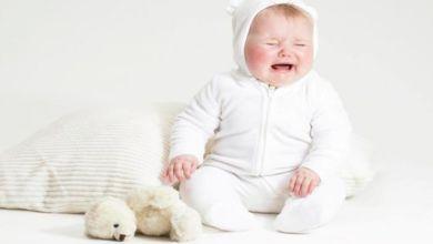 صورة أسباب بكاء الطفل وطرق علاجه