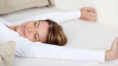 صورة 8 فوائد للنوم بدون وسادة… تعرفي عليها