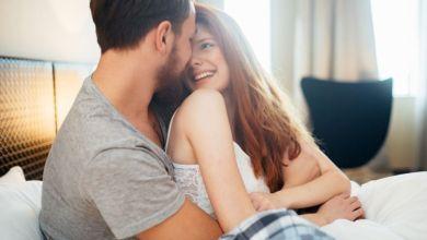 صورة تصرفات لا تعيرها المرأة أهمية لكن الرجل يحبها وينتظرها