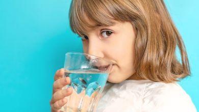 صورة لصحة طفلك.. تعرفي على أضرار الماء البارد