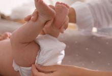 صورة كم مرة يحتاج طفلك حديث الولادة لتغيير الحفاضات يوميا؟