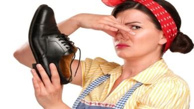 صورة كيف تتجنبين الروائح الكريهة بأحذيتك؟