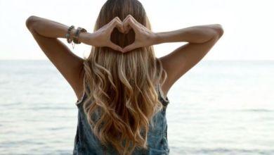 صورة عناية خاصة يحتاجها الشعر بالصيف.. هذه خطواتها!