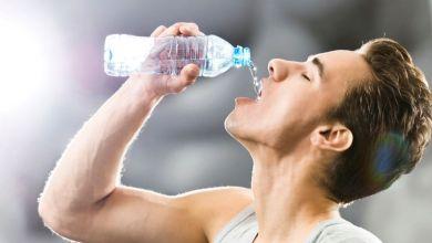 صورة ما الحد الأقصى من الماء المسموح شربه يوميا؟