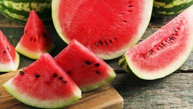 صورة رغم فوائده العديدة.. لا تتناول البطيخ إذا كنت تعاني من هذه الأمراض!